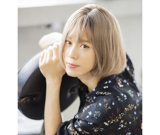 沢城千春が1st写真集で挑戦した女装姿を初お披露目