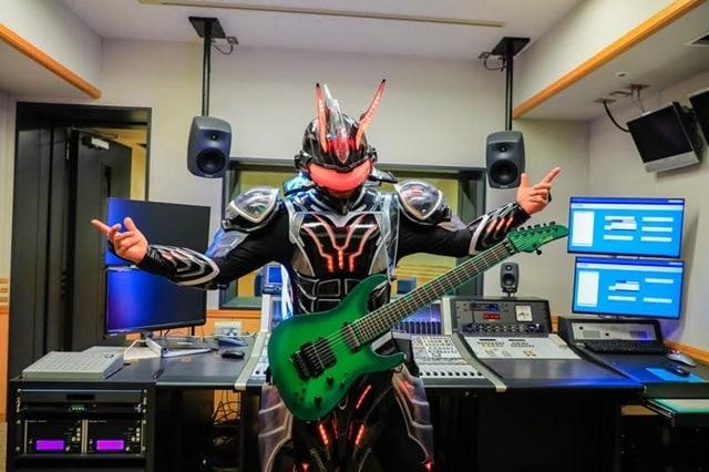 声優・森久保祥太郎さんが「Ediee Ironbunny」の声を担当! 「超!A&G+」にてラジオ放送、「YOUNG GUITAR」での特集も決定!-6