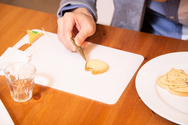 お菓子作り初心者の小野友樹さんがアイシングクッキー作りに挑戦!【D×2 真・女神転生リベレーション編】-8