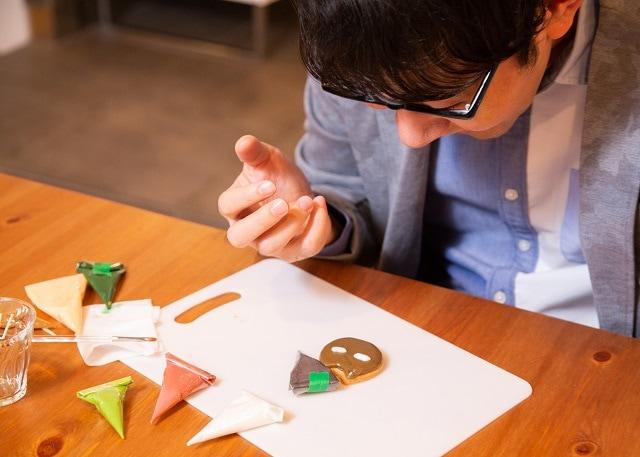 お菓子作り初心者の小野友樹さんがアイシングクッキー作りに挑戦!【D×2 真・女神転生リベレーション編】-12