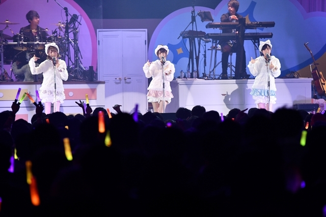 日高里菜さん、津田美波さん、山口愛さんがパジャマ姿を披露!「ひなビタ♪ライブ2018」レポート