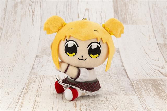 アニメ『ポプテピピック』に登場したアイドル「ポプちん」と銀座のホステス「ピピ美ママ」がぴたぬいで登場!