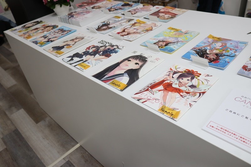 森倉円さん初個展『Girl Friend』をレポート! オリジナル美少女作品の展示だけでなく『キズナアイ』などの商業作品も一堂に集結!-32