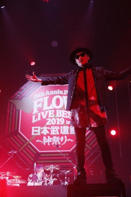 "「FLOWはみんなでライブを作り続けてるバンドです!」 ライブ神曲一挙披露 盟友・GRANRODEOも駆け付けた日本武道館""神祭り""公演-2"