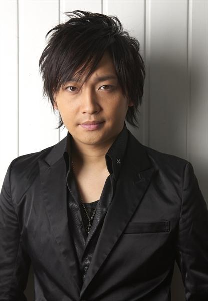 アニメ『かつて神だった獣たちへ』ケイン役に声優の中村悠一さんが決定! エレインは能登麻美子さんが担当!