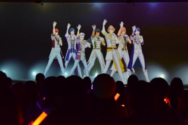 ▲パフォーマンス中のST☆RISH。それぞれの個性が光るダンスは新鮮でした。お馴染みの振り付けのみならず、今回のライブがオリジナルの演出も必見です。