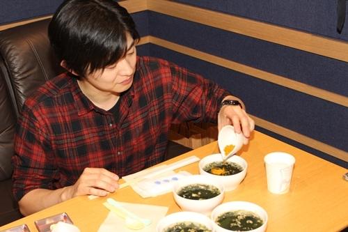 『リケンのわかめスープ』WEB動画のナレーションを担当する、人気声優3名にインタビュー! 朝・昼・夜編をそれぞれ担当する梶 裕貴さん、下野 紘さん、谷山紀章さんの収録秘話が満載!