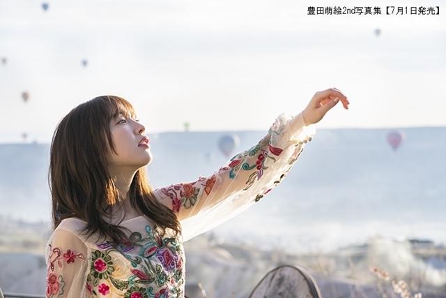 声優/アイドル・豊田萌絵さんの写真集第二弾が、7月1日発売決定! 異国の地で魅せる美しき挑戦の数々、初めてのランジェリーカットも-3