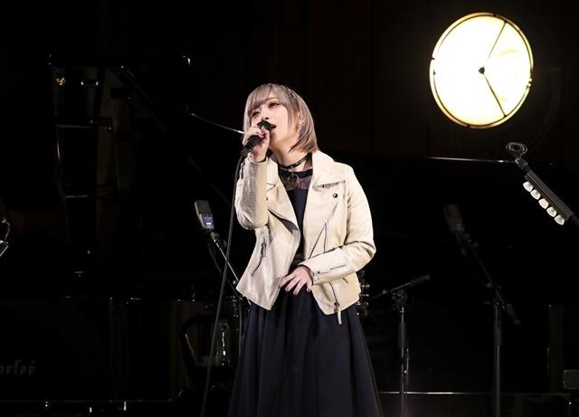 アコースティックライブだからこそ際立つReoNaの歌声に痺れた夜