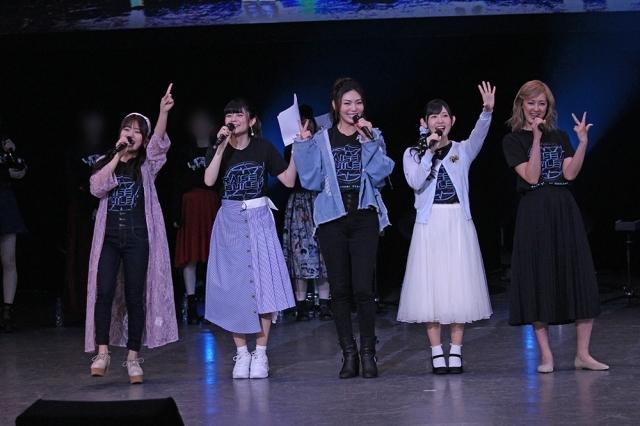▲RAISE A SUILEN(左から、倉知玲鳳さん、紡木吏佐さん、Raychellさん、小原莉子さん、夏芽さん)