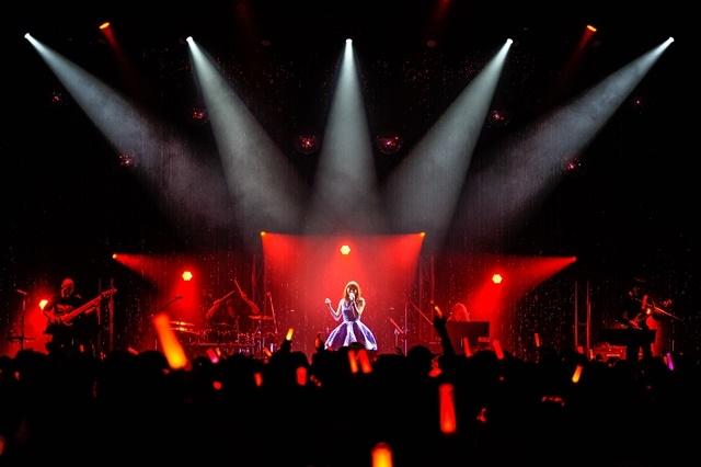 デビュー10周年イヤーを締めくくる「中島 愛 10th Anniversary Live ~Best of My Love~」公式ライブレポートが到着!