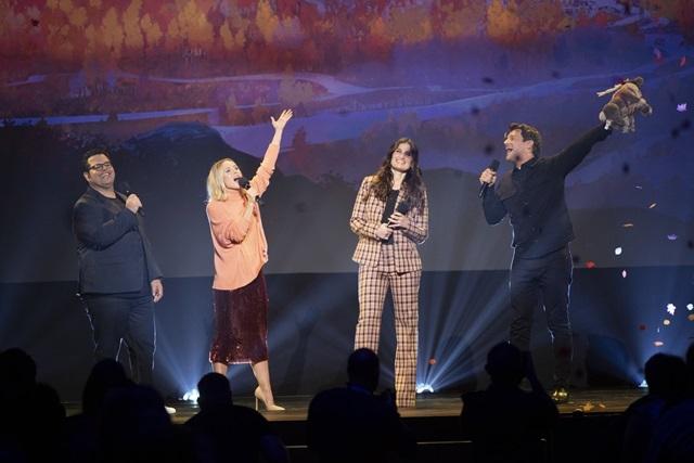 ▲左からジョシュ・ギャッドさん、クリステン・ベルさん、イディナ・メンゼルさん、ジョナサン・グロフさん