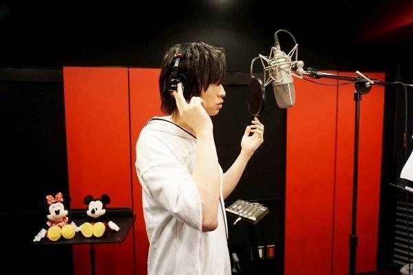 荒牧慶彦さんが「海の中の素晴らしさ」を歌い上げる「アンダー・ザ・シー」(『リトル・マーメイド』より)収録の『Disney 声の王子様』シリーズ最新作キャストインタビュー第10弾!