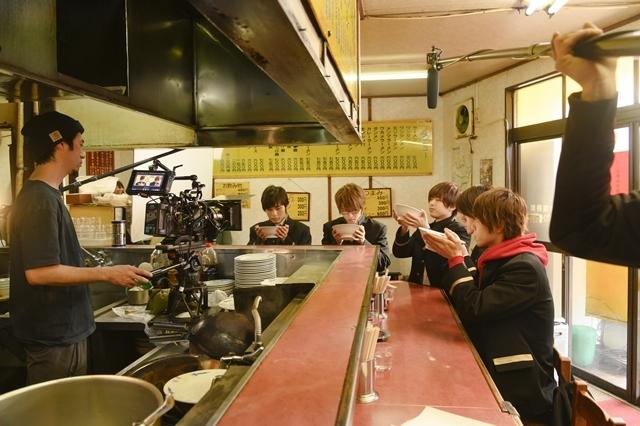 ツキプロ初の実写映画『LET IT BE –君が君らしくあるように-』よりメイキング画像解禁! リハーサル、撮影合間の談笑、ラーメン屋を借りて行われた撮影風景など-5