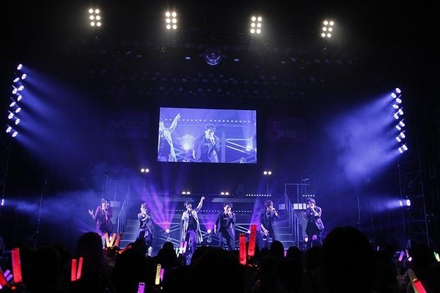 堀江瞬さんのサプライズ登場に、メンバー12人とファンが一体となって会場を揺らした『VAZZROCK FES 2019』10月27日夜公演の模様をレポート!-2