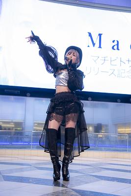 Machicoさんニューアルバム「マチビトサガシ」発売を記念したフリーイベントが開催! クールな楽曲で池袋の通行人も虜に!-5