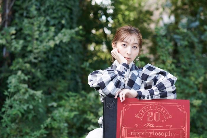 飯田里穂さん「20th Anniversary Album -rippihylosophy-」発売記念インタビュー|軌跡と変化の集大成