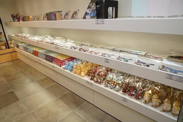 『TSUKIPRO SHOP in HARAJUKU』(2019-2020)は、色&和風がテーマ! 新ユニット「infinit0」も含めた豪華ツキプロタレントたちの新グッズが待つ店内の模様をレポート☆-15