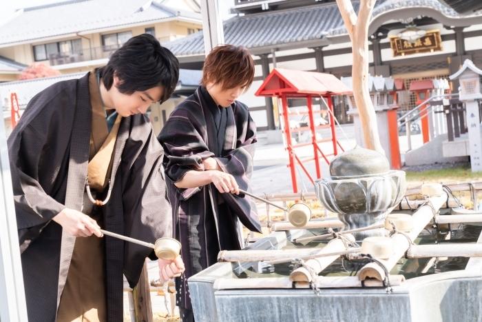 声優・坂泰斗さんと小松昌平さんが和服姿で『星鳴エコーズ』ゲームアプリリリース&WEBラジオ2期のヒット祈願へ! これからの展開が気になる2人のインタビューもお届け♩の画像-29
