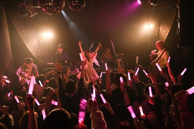 人気シンガー・春奈るなさん、真冬のプレミアムライブ&FCイベント開催! 3/18発売の新曲「PEACE!!!」を披露-2