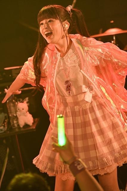 人気シンガー・春奈るなさん、真冬のプレミアムライブ&FCイベント開催! 3/18発売の新曲「PEACE!!!」を披露-5