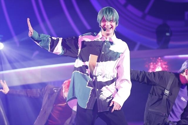 舞台「おそ松さん」の【F6】2ndライブツアー初日が幕張メッセで開幕! 5000人が歓喜したステージの公式レポート到着