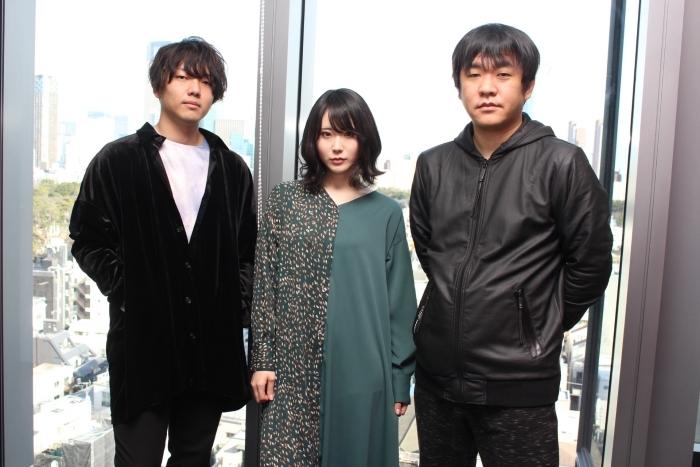 ▲左よりORESAMAのギター&サウンドクリエイター・小島英他さん、ボーカルのぽんさん、押切監督