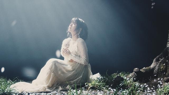 人気シンガー・Aimerさんが手掛ける「春はゆく」(劇場版『Fate/stay night [HF]』第三章主題歌)より、MV(フルサイズ)公開! 今作も女優・浜辺美波さんが出演-6