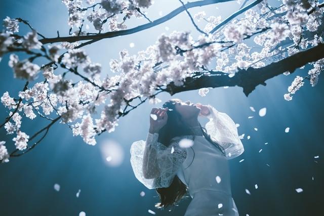 人気シンガー・Aimerさんが手掛ける「春はゆく」(劇場版『Fate/stay night [HF]』第三章主題歌)より、MV(フルサイズ)公開! 今作も女優・浜辺美波さんが出演-7