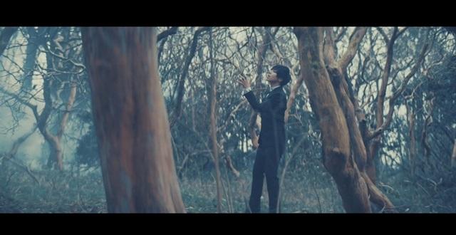 蒼井翔太さん12thシングル表題曲「BAD END」のMVが公開!春アニメ『はめふら』EDテーマでもある楽曲を「闇」と「光」の二役で表現!-2