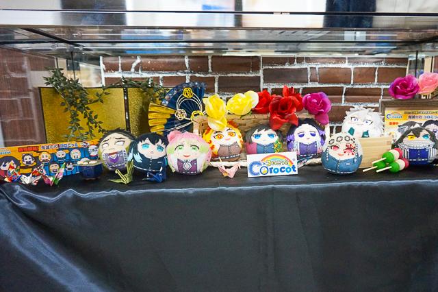 『鬼滅の刃』柱の9人がかわいいぬいぐるみになった「鬼滅の刃コロこっとVol.2」の全種実物をアニメイト池袋本店で初公開!甘露寺蜜璃のバースデイ特別展示も実施-1
