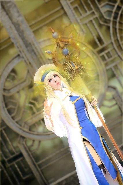 人気作『ゴブリンスレイヤー』より、新米冒険者で15歳・女神官、ハイエルフで弓の使い手・妖精弓手のコスプレ特集!