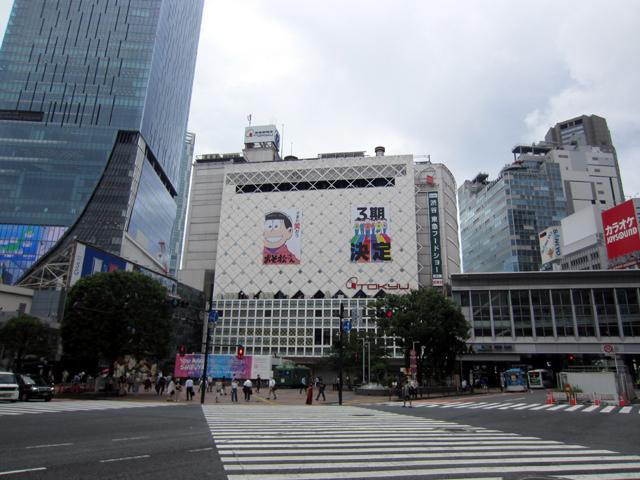 ▲「おそ松さん」巨大広告が渋谷に出現!!!!!!