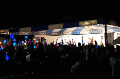 【マチ☆アソビ】今井麻美さん、喜多村英梨さん、阿久津加菜さん、五十嵐裕美さんの『つきねこ』4人組の活躍をスペシャルフォトレポート!~山編~ 闇夜の山上ステージを照らし出すサイリウムの海!