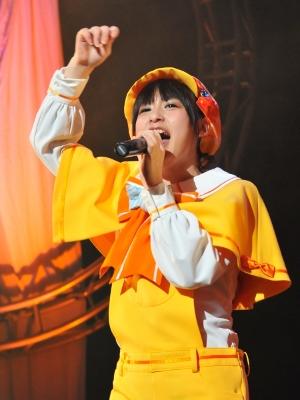徳井青空さんは演じるキャラに沿ってステージ出演者に飴を配ったりも。