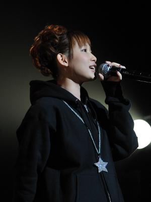 ライブステージでは別人のように切れ味鋭くレベルの高い歌唱を見せたfripSideの南條愛乃さん。