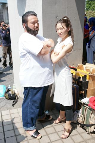 CN:アオイさん&嵐山01号さん<br>キャラクター:イズミ・カーティス&シグ・カーティス(『鋼の錬金術師』)<br>「鋼大好き!」「肉を喰え」