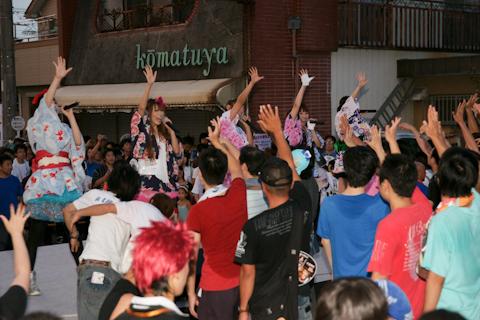 """WOTAKOIソーラン祭り""ではオタ芸に参加する地元の若衆やコスプレイヤーも"