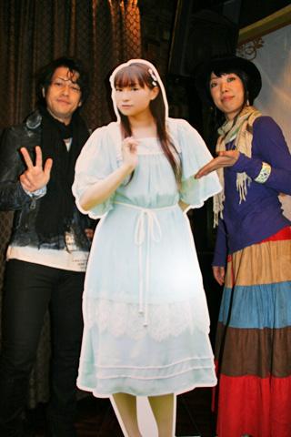 今井さん等身大パネルと記念撮影!