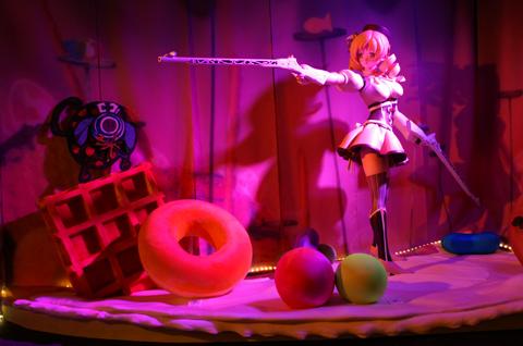 キャラクターごとの展示コーナーには、等身大のフィギュアも用意されているおかげでテンションが急上昇! 細かな表情まで作りこまれた、その造形をご覧あれ。あの魔法少女の珍しい姿も、等身大で見れちゃうかも!?