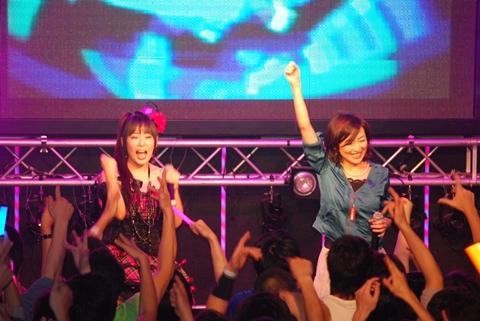 ライブのスタートは桜川めぐさん(写真左)×佐藤ひろ美さん(写真右)のコラボ。