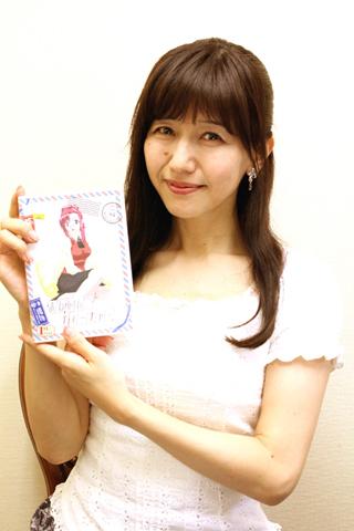 バスガイドとトークイベントに出演する、風見みずほ役・井上喜久子さん。