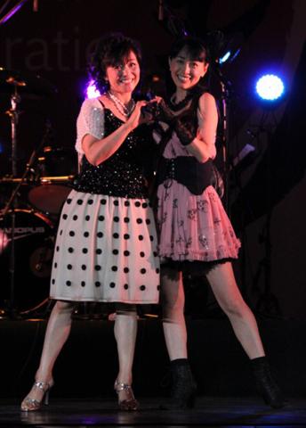 日髙のり子さんと横山さんによる、ブリブリの80年代アイドル風デュエット。