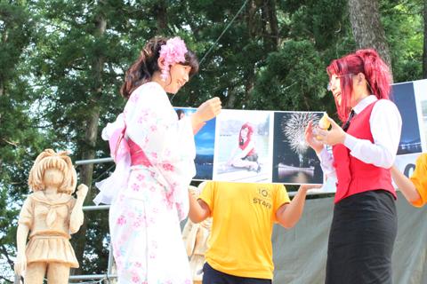 木崎湖フォトコンテストにて、井上さんが選んだみずほ先生のコスプレ写真の応募者さんが、井上さんと感動の対面。