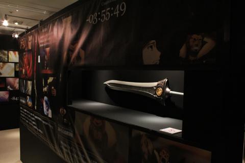 作中に登場したサーヴァントたちが用いた宝具は「NOBLE PHANTASMS~宝具~」に展示。宝具では、ありませんがアサシンの仮面も。ちなみに、こちらは実際につけることが可能です!