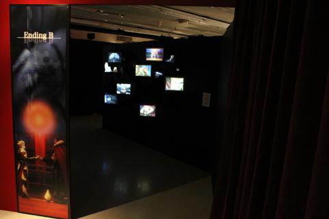 アニメ本編の印象的なシーンが幻想的に展示された「ENDING~エンディング~」コーナー。