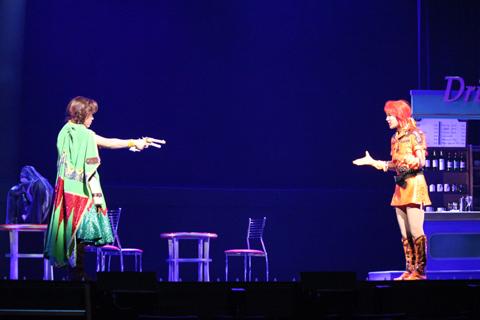 呪いで凶暴になったリカは、ジェミニに引き金を引いてしまう。
