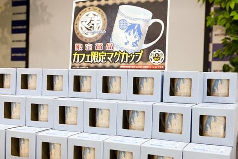 アニメイトカフェでしか購入できない限定マグカップ。ひとつ800円です。