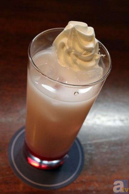 押水菜子(ストロベリーシロップ×ミルク+ホイップ)