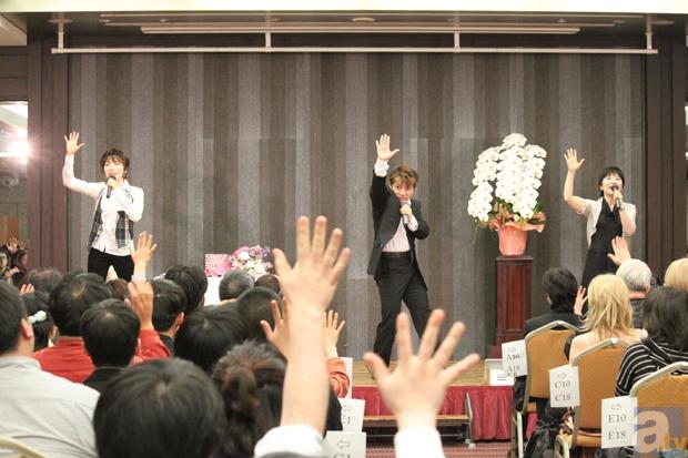 最後は会場全員で「御旗のもとに」を歌い踊る!